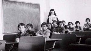 En Canadá brotan lágrimas de niños asesinados