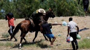 Migrantes haitianos azotados en la frontera de EEUU